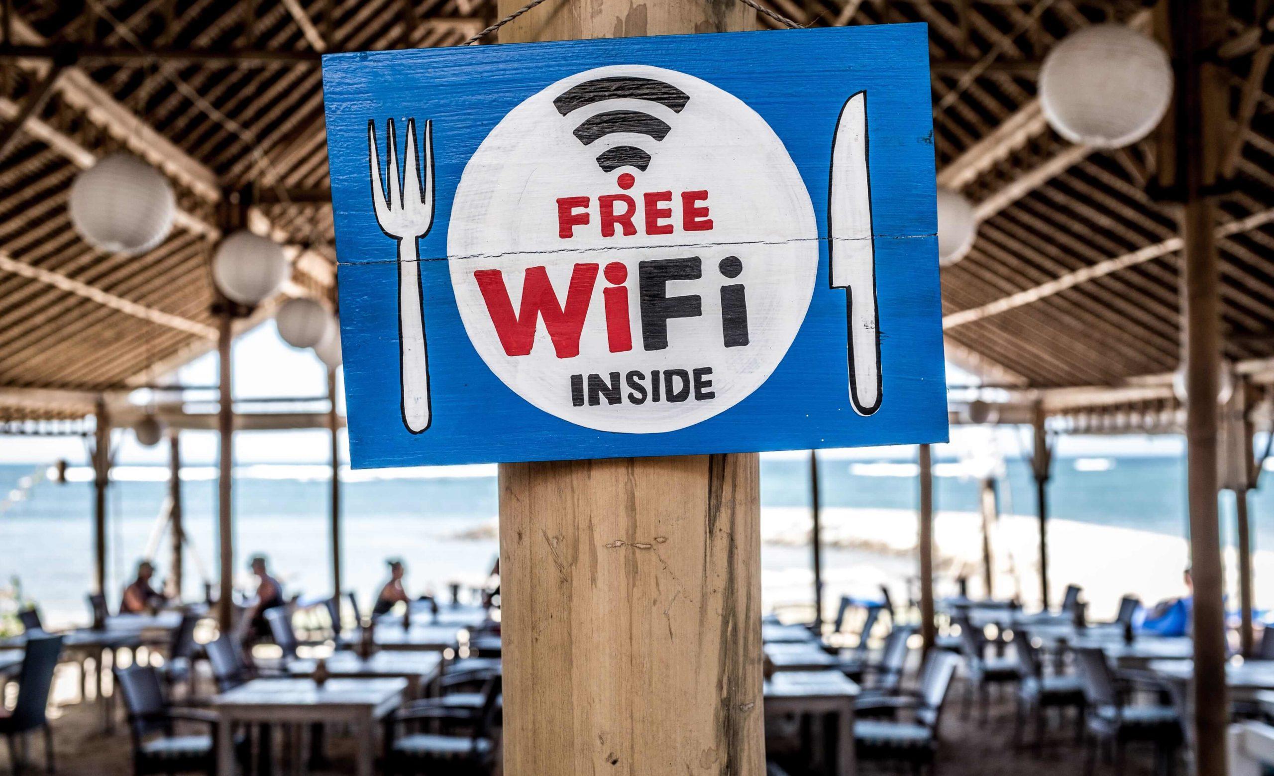 WiFi versterker voor bedrijven - Sneller internet met een WiFi versterker | De Netwerkspecialist